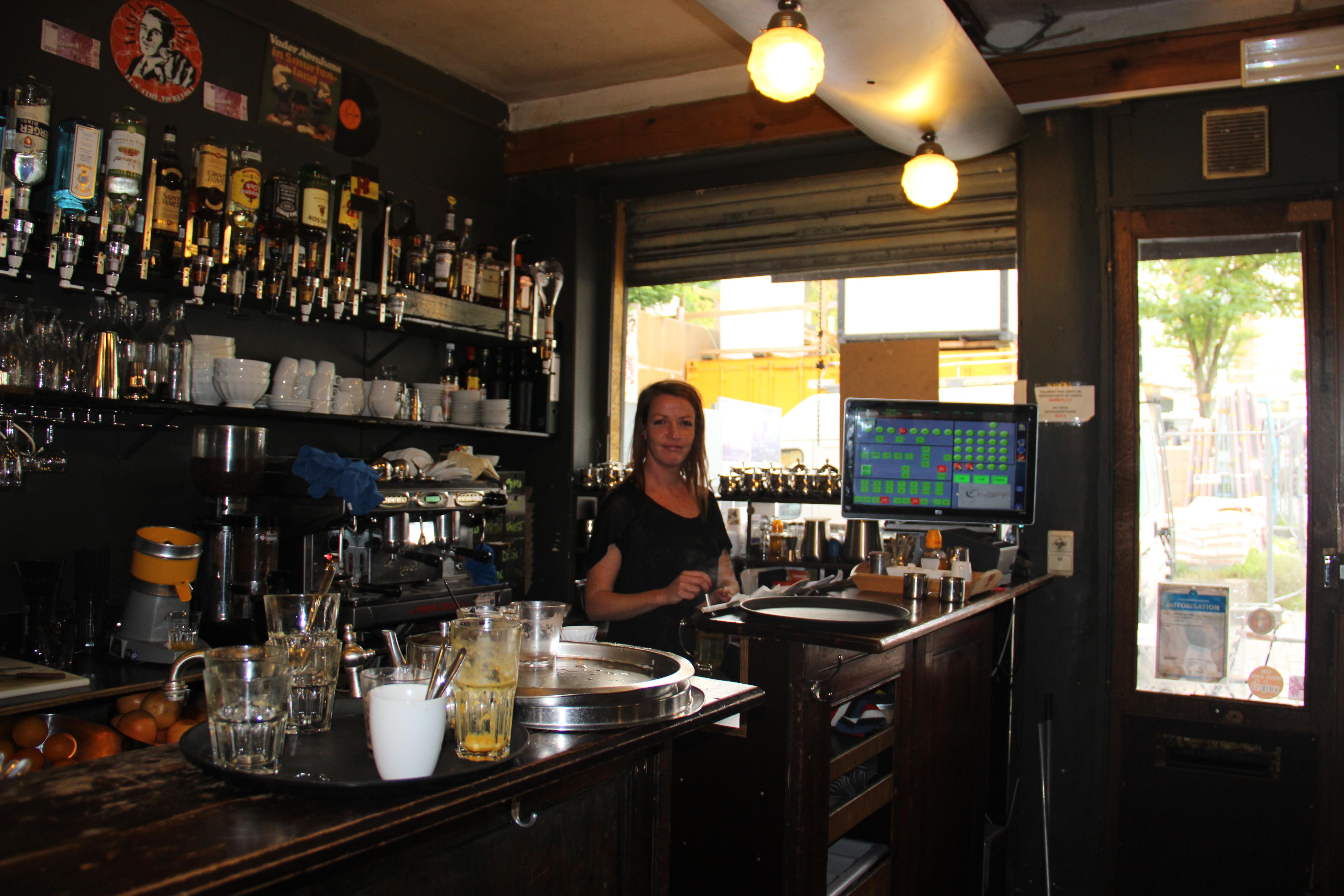 gérante du Chaff restaurant Place du Jeux de Balle L'entreprise s'est montrée compétante et nous procure satisfaction, plus de nuisible depuis le début du contrat en 2007.octobre 2013 012